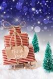 El trineo vertical de la Navidad en el fondo azul, texto le agradece Fotos de archivo libres de regalías