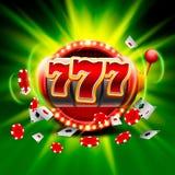 El triunfo grande ranura el casino de 777 banderas en el fondo verde Imagen de archivo