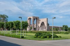 El tubo principal a mimar ve del complejo santo de Etchmiadzin Vagharshapat armenia imagen de archivo