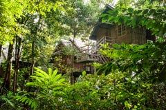 El turismo ecológico en Borneo en las casas de planta baja del zanco que han sido integra Imagenes de archivo
