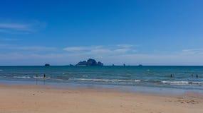 El turismo es relaja tiempo en la playa, Imagenes de archivo