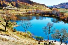 El turista de la orilla del lago Imagen de archivo