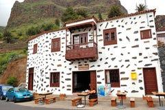 El turista en el restaurante en el volcán de Teide Foto de archivo