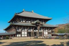 El turista va al templo Pasillo de Todaiji para la adoración gran Buda el día de fiesta Fotos de archivo libres de regalías