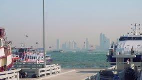 El un montón de lancha de carreras y los parasails en Pattaya aúllan por mañana metrajes