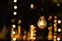 El un soporte de la luz de bulbo solamente Fotos de archivo