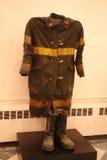 El uniforme y las botas del bombero Fotos de archivo