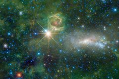 El universo llenó las estrellas, la nebulosa y la galaxia Arte cósmico, papel pintado de la ciencia ficción fotografía de archivo libre de regalías