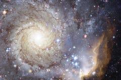 El universo llenó las estrellas, la nebulosa y la galaxia Arte cósmico, papel pintado de la ciencia ficción imagen de archivo