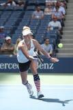 El US Open 2016 dobles de las mujeres defiende las Mattek-arenas de Bethanie de Estados Unidos en la acción durante partido final Imagenes de archivo