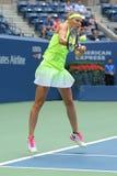 El US Open 2016 dobles de las mujeres defiende a Lucie Safarova de la República Checa en la acción durante partido final Imagenes de archivo