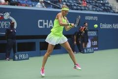 El US Open 2016 dobles de las mujeres defiende a Lucie Safarova de la República Checa en la acción durante partido final Foto de archivo libre de regalías