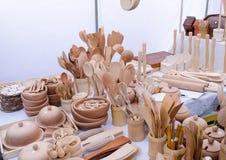 El utensilio de madera hecho a mano de la cocina equipa la feria del mercado Imagenes de archivo