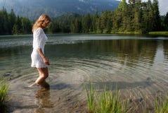 El vadear en agua Imagenes de archivo