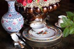 El vajilla, chino, China, diseño, aún vida, florero, presenta el restaurante agradable Imágenes de archivo libres de regalías
