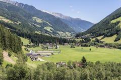 El valle de Aurina en las montañas Imagen de archivo