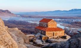 El valle de Uplistsikhe 9no/del siglo X basílica del tres-cubo y de Imagen de archivo libre de regalías