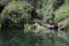 El valle se cose con las pequeñas corrientes del agua Fotografía de archivo
