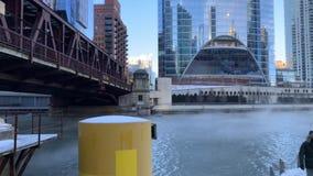 El vapor sube del agua del río Chicago como temperaturas hunde