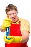 El varón 30 años de tomas del cabeza de familia apunta el espray Imagen de archivo libre de regalías