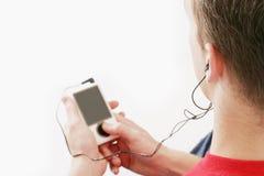 El varón escucha la música Fotos de archivo libres de regalías