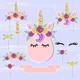 El vector fijó con el unicornio, tiara, cuerno, guirnalda de la flor stock de ilustración