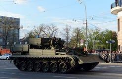 El vehículo acorazado BREM-1 de la reparación y de recuperación durante la preparación para el día de la victoria desfila en Mosc Imagen de archivo libre de regalías