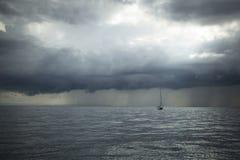 El velero participa en la regata 11mo Ellada de la navegación Foto de archivo