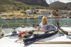 El velero participa en la regata 11mo Ellada de la navegación Fotografía de archivo