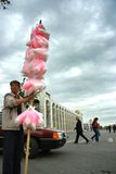 El vendedor de dulces en Kirguizistán Foto de archivo libre de regalías