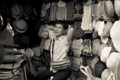 El vendedor tailandés local del sombrero sonríe durante Año Nuevo chino en Chinatow Fotografía de archivo
