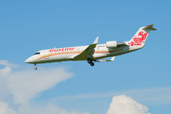 El venir en el aterrizaje del bombardero plano CRJ-100ER VP-BNO del ` de Rusline del ` de la línea aérea Fotografía de archivo libre de regalías