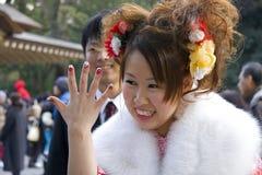 El venir japonés de la pintura del clavo del kimono de la muchacha de la edad Fotografía de archivo libre de regalías