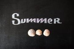 El verano de la palabra escrito en una pizarra Fotografía de archivo libre de regalías
