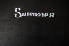 El verano de la palabra escrito en una pizarra Foto de archivo