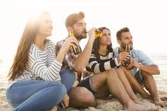El verano es mejor con una cerveza fría Fotografía de archivo