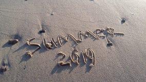 el verano está cerca letras en el pío foto de archivo libre de regalías