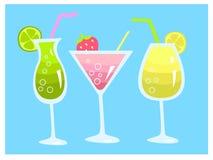 El verano fijó con tres bebidas frescas cal, limón y fresa de los cócteles ilustración del vector
