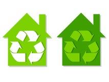 El verde de las casas recicla símbolos Imágenes de archivo libres de regalías