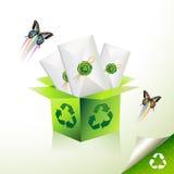 El verde recicla la caja Imagen de archivo