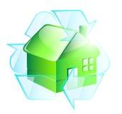 El verde recicla la casa Imágenes de archivo libres de regalías