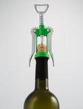 El verde y el cromo vuelan en espiral el abrelatas del vino con la botella de vino Imágenes de archivo libres de regalías