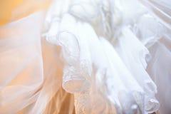 El vestido de boda hacia arriba se cierra para arriba Foto de archivo libre de regalías