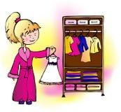 El vestido de la muchacha cuelga en el armario libre illustration