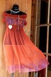 El vestido de la mujer en un maniquí foto de archivo libre de regalías