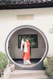 El vestido tradicional del juego del drama de China de Aisa de la actriz de Pekín Pekín de la ópera de los trajes del jardín chin imagen de archivo libre de regalías