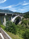 El viaducto en el ¾ de TrbiÅ, Italia imagen de archivo