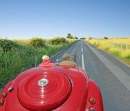 El viajar abierto del camino del coche del vintage Fotografía de archivo libre de regalías