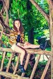 El viajar americano del adolescente, relajándose en el Central Park, nueva Y Imagen de archivo