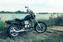 El viajar con la motocicleta en el agua Imagen de archivo libre de regalías